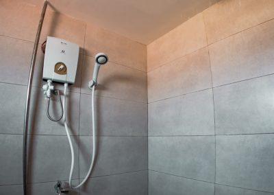 bathroom-shower-tiles-sandyclay