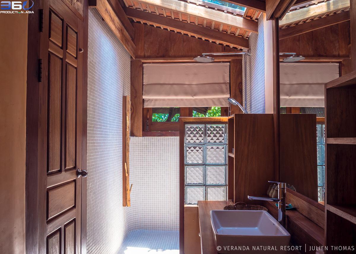 Hill Side Suite Bungalow Bathroom.