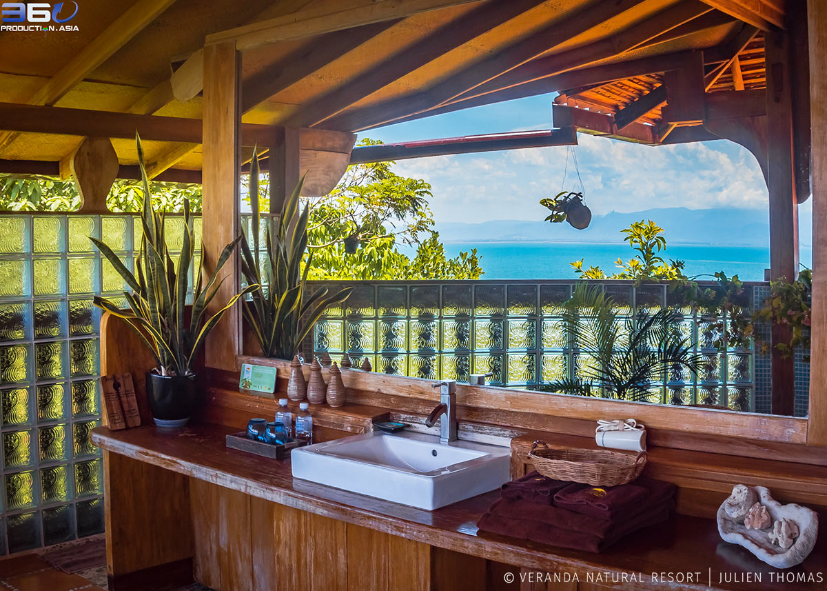 Opened air bathroom facing the Gulf of Thailand/Pacific Ocean in the Villa Penthouse
