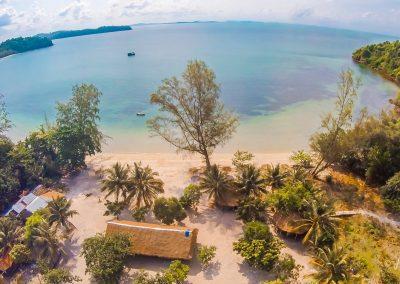 bay-island-ocean-hut-aerial