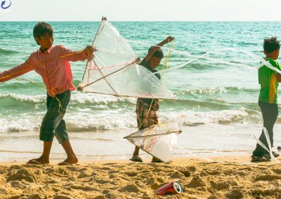 children-beach-ocean-kites
