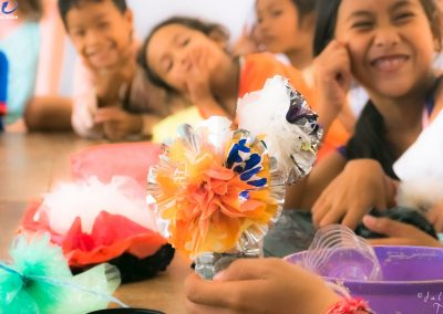 craft-plastic-flower-students-recycle