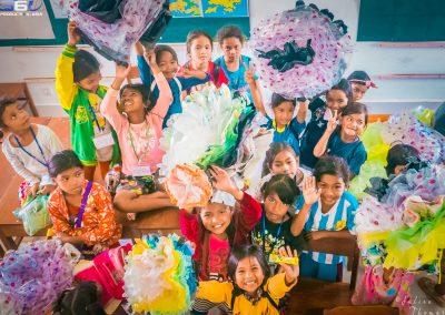 flower-craft-creation-schoolchildren-palstic-waste