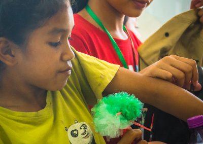 flower-craft-plastic-recycle-schoolchildren