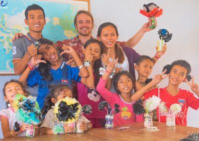 flower-plastic-recycle-worshop-schoolchildren