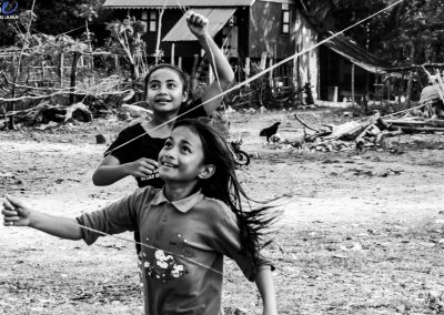 girls-play-kite-field-happy