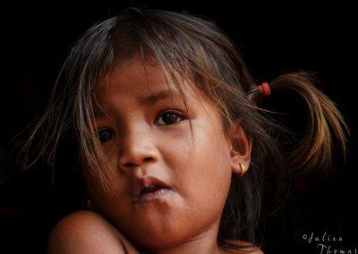 portrait-child-pose-authentic-asia