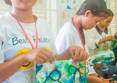 purse-schoolchildren-plastic-upcycle-workshop