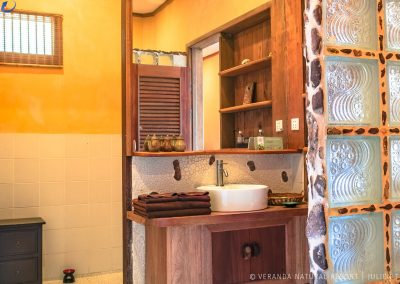 bathroom-tiles-veranda-kep