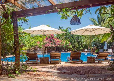 garden-pool-umbrella-veranda-kep