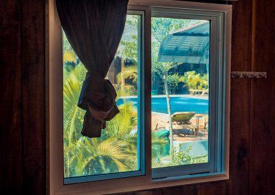 window-bungalow-pool-papa-pippo
