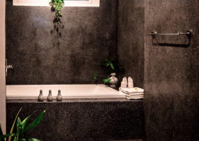 bathroom-marbel-bathtub-advaya
