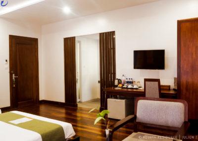 twin-room-wood-bathroom-advaya-siem-reap