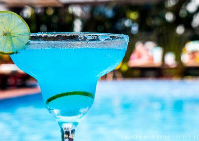 cocktail-pool-swimming-siem-reap