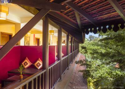 hotel-room-garden-walkway