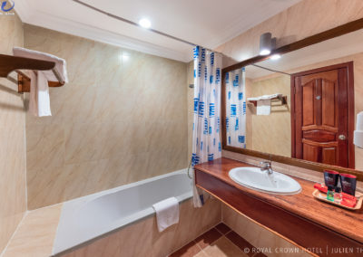 bathroom-hotel-royal-crown
